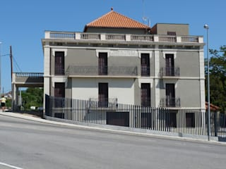 REHABILITACIÓN Y ADECUACIÓN DE CAN ROVIRALTA COMO CENTRO PALEONTOLÓGICO Y ALBERGUE RURAL Arantxa Mogilnicki Arquitectura i Paisatge Casas de estilo rural Arenisca Marrón