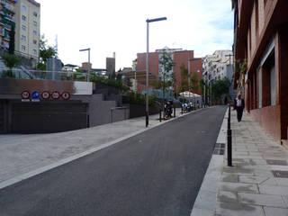 URBANIZACIÓN DE LA PLAZA SALVADOR ALLENDE, BARCELONA Arantxa Mogilnicki Arquitectura i Paisatge Jardines delanteros Granito Gris