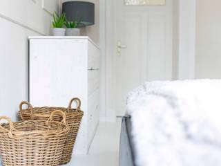 SCHLAFZIMMER | Interior Design Skandinavische Schlafzimmer von design studio von dieken Skandinavisch
