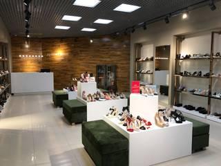"""Ремонт магазина """"Massimo Renne"""" в Сосновом Бору Торговые центры в стиле модерн от Мастерок Лимитед Эдишн Модерн"""