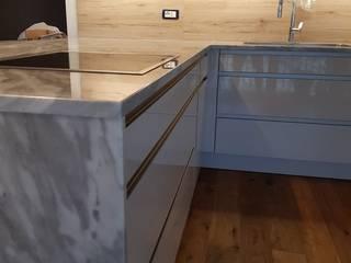 """Cucina """"nuvolata"""" EFFE4 MARMI Cucina attrezzata Marmo Grigio"""