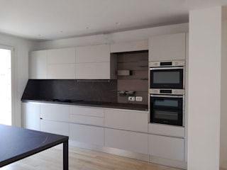 Ristrutturare una cucina di TREZZI INTERNI SNC DI TREZZI FAUSTO, FRANCESCO E DARIO Moderno
