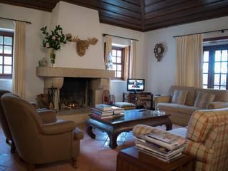 Casa de Campo Salas de estar campestres por Realfolio Estate Campestre
