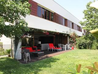 Moradia Contemporânea no Porto por Realfolio Estate Moderno