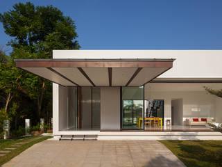 Mandai Courtyard House Modern houses by Atelier M+A Modern
