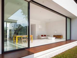 Mandai Courtyard House Modern living room by Atelier M+A Modern