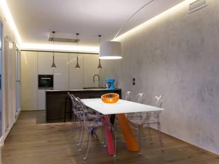 Casa ZF Sala da pranzo moderna di 7047 Associati Moderno