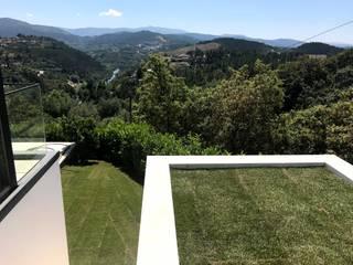 CASA BARREIRA VERMELHA   Veade, Celorico de Basto Jardins modernos por PERCENTAGEM PLURAL Moderno