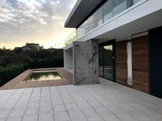 CASA BARREIRA VERMELHA   Veade, Celorico de Basto Casas modernas por PERCENTAGEM PLURAL Moderno