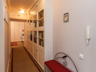квартира серии 1605-АМ Коридор, прихожая и лестница в эклектичном стиле от DEKOHOME Эклектичный