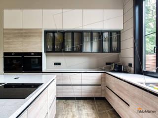 Загородный дом в стиле модерн:  в современный. Автор – Кухни Fabio, Модерн