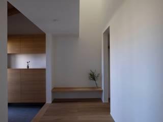 稲城の家 北欧スタイルの 玄関&廊下&階段 の 内田雄介設計室 北欧