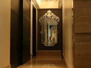 Rich & Aki Ingresso, Corridoio & Scale in stile moderno Marmo Ambra/Oro