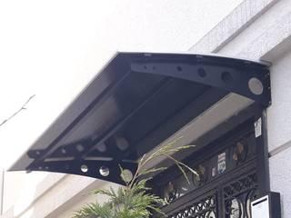 Onur Group – Polikarbon sundurma | Çatı kapama sistemleri | Kapı üstü sundurma: modern tarz , Modern
