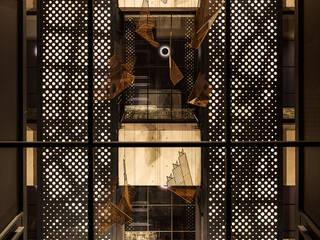 PUBLIC AREA -THE LIVELY AZABUJUBAN TOKYO- モダンなホテル の 株式会社DESIGN STUDIO CROW モダン