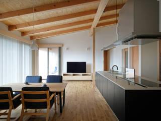 千葉市大森町の平屋 Flathouse in Omoricho,Chiba モダンデザインの リビング の 株式会社 神成建築計画事務所 モダン