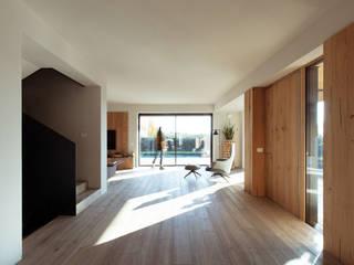 Modern corridor, hallway & stairs by Didonè Comacchio Architects Modern