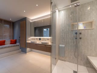 Permute Mosaic Modern bathroom by Vivante Modern