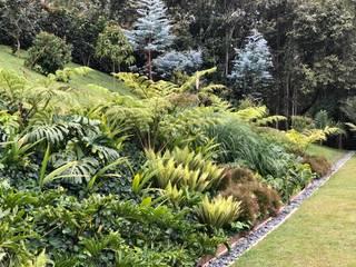 VILLA CARMEN Jardines de estilo tropical de URRETA Arquitectura del Paisaje Tropical