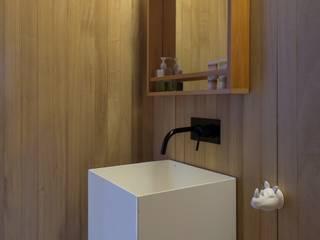 HERMANAS CARADONTI Minimalist style bathrooms