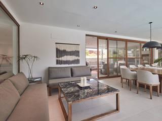 Livings modernos: Ideas, imágenes y decoración de Ramirez Arquitectura Moderno