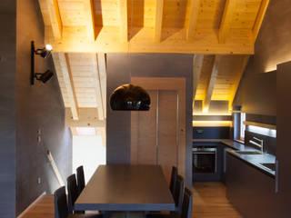 Casa di montagna P Cucina moderna di 7047 Associati Moderno