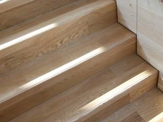 NASU CLUB Flur, Diele & TreppenhausTreppen Holz Beige