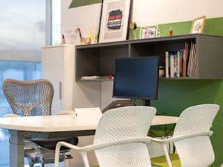Soma & Croma Modern offices & stores Wood-Plastic Composite Green