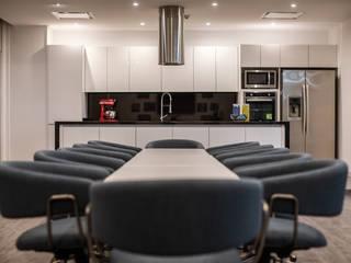Guacamole: Cocina / Sala de juntas de Soma & Croma Moderno