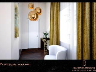 Elegancki przedpokój w złocie Nowoczesny korytarz, przedpokój i schody od BARBARA MODERN - NOWOCZESNE WNĘTRZA Nowoczesny