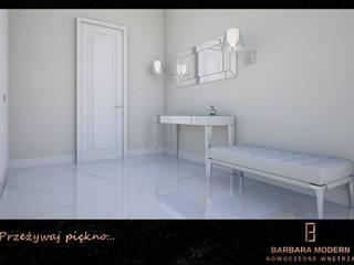 Przedpokój w stylu modern - classic z lustrzanymi i srebrnymi dodatkami Klasyczny korytarz, przedpokój i schody od BARBARA MODERN - NOWOCZESNE WNĘTRZA Klasyczny