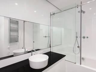 Cancel de baño HERRALUM COZUMEL Baños minimalistas de Técnica y edificación Minimalista
