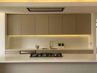 Ecologik Nhà bếp phong cách tối giản Thạch anh Beige