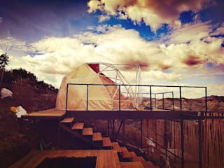 Domo Geodesico Glamping Balcones y terrazas de estilo moderno de MECANO Moderno
