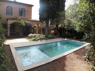 Pequeña piscina en jardín ESTUDI NAO arquitectura Piscinas de jardín Hormigón Verde