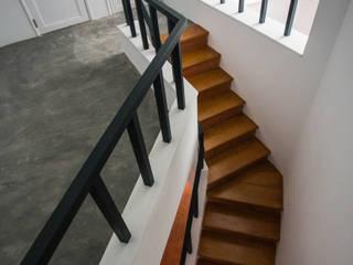Penaferrim - Reabilitação e ampliação de uma casa de habitação uni-familiar T3 em Sintra por goodmood - Soluções de Habitação Mediterrânico