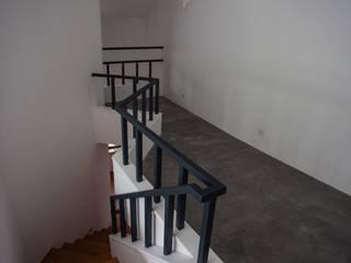 Couloir, entrée, escaliers méditerranéens par goodmood - Soluções de Habitação Méditerranéen