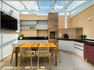 Nowoczesny balkon, taras i weranda od LAM Arquitetura | Interiores Nowoczesny
