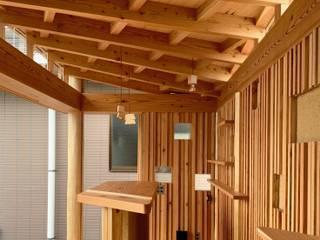 遠野未来建築事務所 / Tono Mirai architects Pareti & Pavimenti eclettiche Legno Effetto legno
