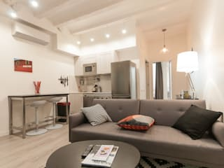 REFORMA INTEGRAL EDIFICIO Renova-T Salones de estilo moderno Madera Blanco