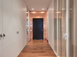 Minimalist corridor, hallway & stairs by GSK дизайн интерьера спб, проектирование и реаизация Minimalist