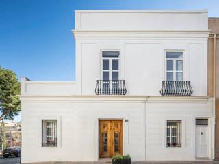 LLIBERÓS SALVADOR Arquitectos Дома в эклектичном стиле
