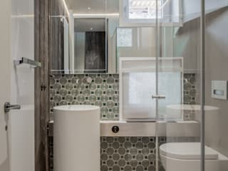 Modern style bathrooms by Domenico Mori Modern