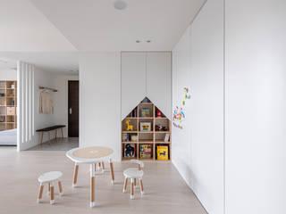 Quartos de criança escandinavos por 寓子設計 Escandinavo