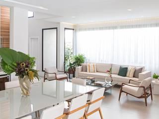 Residencia MA Salas de estar modernas por BRITA ARQUITETURA Moderno