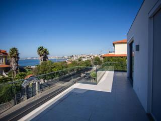 Azarujinha - Projecto e construção de habitação unifamiliar T7 em LSF no Estoril Varandas, marquises e terraços minimalistas por goodmood - Soluções de Habitação Minimalista