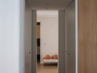 Elias Garcia 5E - Reabilitação de apartamento Corredores, halls e escadas modernos por goodmood - Soluções de Habitação Moderno