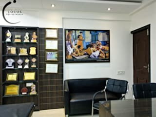 Dr Khare's Plastic Surgery Centre Modern clinics by Locus Design Works Modern