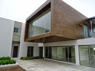 Casas residenciales en el interior de campo de golf Altozano El Nuevo Tabasco Balcones y terrazas minimalistas de Grupo Constructor Mega, S. A. DE C. V. Minimalista