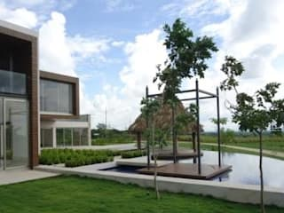 Casas residenciales en el interior de campo de golf Altozano El Nuevo Tabasco de Grupo Constructor Mega, S. A. DE C. V. Minimalista